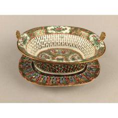 Corbeille Et Son Présentoir  En Porcelaine De Canton d'époque Début XIXème