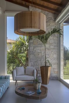 Casa de Búzios by Andrea Chicharo Arquitetura House Design, Renovation Architecture, Beautiful Homes, Home Design Decor, Colonial House, Tropical Houses, Interior And Exterior, Stone Houses, Modern Apartment Living Room