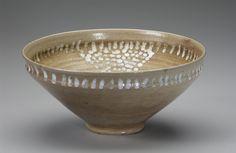 Buzzard Bowl. Jugtown Pottery. Seagrove, NC c. 1930-40. Collection. The Mint Museum -Decorative Arts. Charlotte NC.