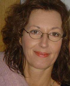 Malou Schwan (1959, Den Haag) woont deels in Nederland en deels in Noorwegen. Zij combineert haar schrijverschap met werkzaamheden als spoedeisende hulp verpleegkundige. In 2012 verscheen haar spannende roman 'Zwijgend geweten'.