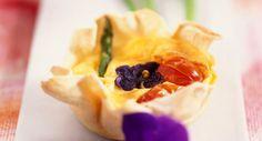 Quiche de violette, asperges en boîte et tomates cerisesVoir la recette de la…