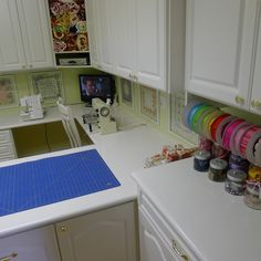 Kitchen Remodeling Tips and Facts Studio Room, Home Studio, Craft Room Storage, Craft Rooms, Sewing Cabinet, Quilting Room, Cutting Tables, Sewing Crafts, Sewing Ideas