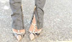 Style in Madrid: Inspiration: Valentino Obssesion Valentino Studded Heels, Valentino Shoes, Mafia, Online Fashion Magazines, Vogue, High End Fashion, Party Shoes, Swagg, Playing Dress Up