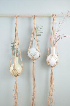 DIY Makramee-Vase knoten Vase, Plant Holders, Mix Match, Plant Hanger, Monochrome, Diy And Crafts, Berlin, Weaving, Ceramics