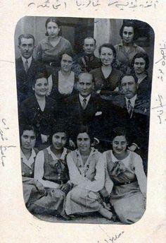 Atatürk kız öğrencilerle