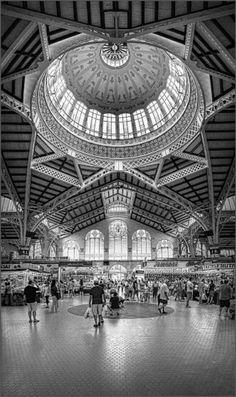 Mercado central de Valencia Black and white
