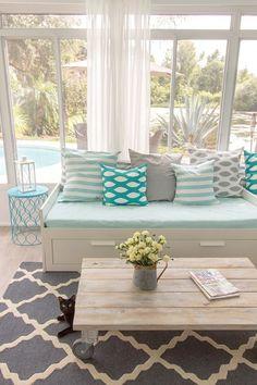 25 Coastal And Beach-Inspired Sunroom Design Ideas | DigsDigs