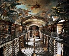 チェコ国立図書館(プラハ) National Library of Czech Republic photo by Ahmet Ertug