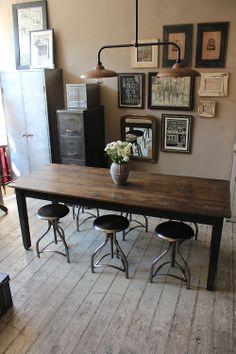 Antique French table. http://discoverattic.com  (attic.©2013)