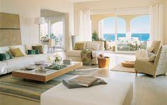 Salón con vistas al mar en blanco y crema (00197136)