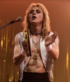 Bohemian rhapsody, ben hardy, queen, movie on We Heart It - bohemian Discografia Queen, Queen Band, Ben Hardy, Stanley Kubrick, Beautiful Boys, Pretty Boys, Beautiful Pictures, Gorgeous Guys, Pretty Men