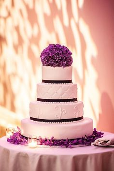Purple wedding ideas are more sophisticated than ever in this elegant wedding inspiration! This alluring color catches attention like no other. Wedding Cups, Wedding Cake Stands, Mod Wedding, Elegant Wedding, Dream Wedding, Wedding Desert, Wedding Table, Wedding Reception, Purple Wedding Cakes