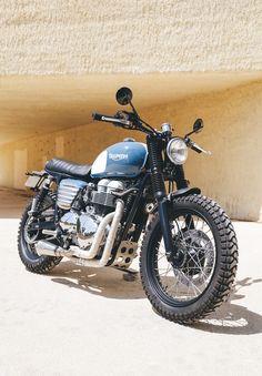 Moto transformada al Brat Style por Tamarit Motorcycles. Triumph Cafe Racer, Triumph Street Scrambler, Triumph Scrambler, Scrambler Motorcycle, Triumph Motorcycles, Motos Bobber, Cafe Racing, Motorcycle Design, Moto Style