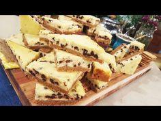 Para la base, procesar las galletitas con la manteca derretida y forrar con las manos una fuente para horno enmantecada. Reservar en heladera. &...