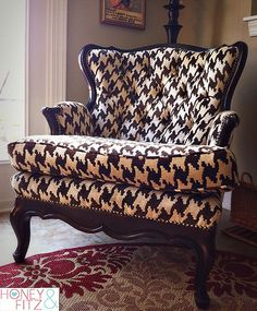 It's a girlie Roll Tide chair!  All it needs is a crimson pillow :-) I LOVE THIS CHAIR!!! I WANT THIS CHAIR!