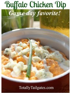 This Buffalo Chicken Dip recipe is the BEST! Buffalo Chicken Dip Recipe, Chicken Dips, Tailgating Recipes, Tailgate Food, Cheesy Bacon Dip, Everyday Food, Healthy Recipes, Sweets Recipes, Dinner Recipes