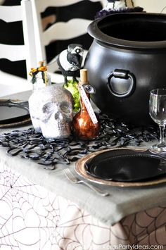 Pin for Later: Get Spooky: 22 Adorable DIY Decor Ideas For Halloween Snake Table Runner With rubber snakes and bugs, you can make a spooky table runner or placemat for Halloween dinner! Halloween Bedroom, Halloween Kitchen, Halloween Dinner, Halloween Home Decor, Halloween House, Scary Halloween, Halloween Ideas, Halloween Table Decorations, Halloween Lanterns