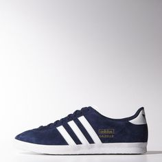 GAVIN - 10 Created in and now a true icon, the men's Gazelle OG shoes feature a full-suede upper. The textured detail on the outsole adds to the vintage look. Zapatillas Adidas Gazelle, Adidas Gazelle Og, Blue Adidas, Adidas Men, Adidas Sneakers, Shoes Sneakers, Adidas Originals, Adidas Official, Baskets Adidas