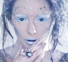 Da quando Elsa di Frozen è entrata a far parte dell'immaginario collettivo come personaggio dei cartoni si sono diffuse rapidamente diverse tendenze fashion, hairstyle e trucco, e tra le mode più p…