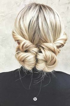 Find out how to style medium layered hair quickly. 15 great ideas are waiting for you to try. Check out loose waves, braids and even updos in our gallery.