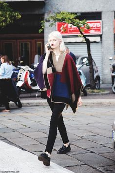 New_York_Fashion_Week_Spring_Summer_15-NYFW-Street_Style-Model-Burberry_Cape-Burgundy_lips-