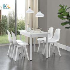 Pevná a stabilná biela stolička v elegantnom prevedení, vyrobená vo vysokej kvalite z umelej hmoty, zaujme čistým tvarom, moderným dizajnom a vynikajúcimi úžitkovými vlastnosťami. Svoje miesto si zastane v kuchyni, jedálni, obývačke alebo pracovni. Štýlovým vzhľadom skvele zapadne aj do kaviarne, reštaurácie, cukrárne alebo jedálne.