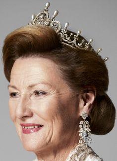 Tiara Mania: Pearl & Diamond Tiara worn by Queen Sonja of Norway