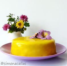 Lemon Blackberry Entremet I imagined this dessert colored in purple and yellow, so I thought of blackberries and lemon. It came out beautiful and tasty. Meringue Desserts, Fun Desserts, Entremet Recipe, Nutella Chocolate Cake, Sexy Cakes, Apple Custard, Teddy Bear Cakes, Romanian Food, Incredible Recipes