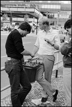 Leonard Freed, Chess players, West Berlin, West Germany, 1965. © Leonard Freed/Magnum Photos