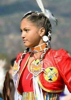 Jingle dress dancer with red jacket. Love her whole look! American Indian Girl, Native American Girls, Native American Pictures, Native American Beauty, Native American History, American Indians, American Symbols, Native American Regalia, Arte Plumaria