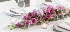 Slik pynter du et vakkert festbord Tablescapes, Table Settings, Table Decorations, Rose, Wedding, Furniture, Home Decor, Stitching, Flower Arrangements