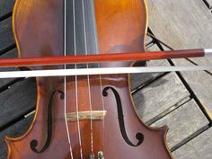 Grip the fiddle and bow photo Violin, Bow, History, Arch, Historia, Ribbon, Onion