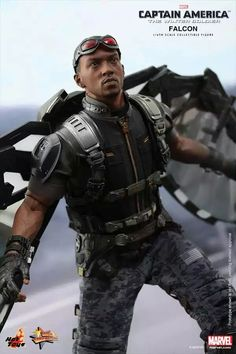 Falcon of Captain America: The Winter Soldier scale limited edition action figure by Hot Toys Captain America 2, Comic Book Heroes, Marvel Heroes, Batgirl, Marvel Universe, Marvel 616, Gundam, Moda Pop, Comics