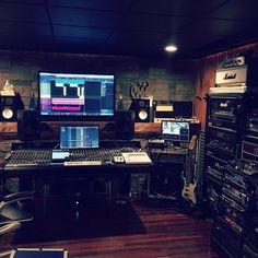 @trevvictory  #musicstudio #musicproduction #studioporn #studiosetup #recordingstudio #music #homestudio #homerecording #studiolife #studiolifestyle by musicstudios
