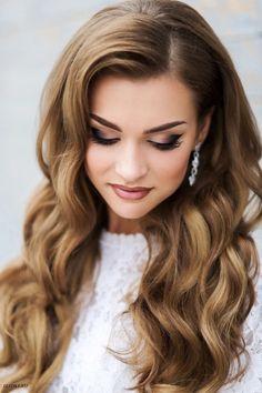 ślubna studniówkowa fryzura - upięcie