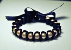 pearl bracelet tutorial! They are so cute and really easy to make!