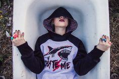 hoodie - buzo - diseño - urbanlife - fashion - design - tiburon - shark - pixelart - pixel - ranglan   #moda #fashion #design #pixel #pixelart #urbanroach  #style #cool #lookbook #hoodie #eye #ranglan #buzo