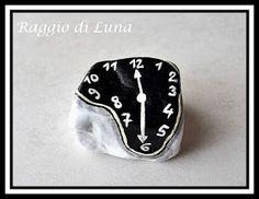 Raggio di Luna Painted Rocks: Melting clock Dalí - Orologio molle Dalí