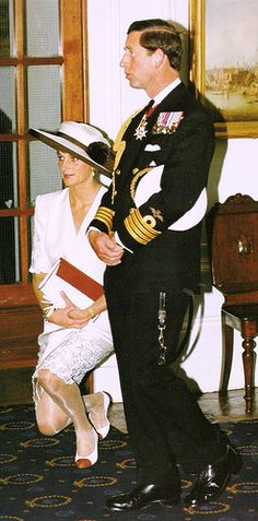 Protocol for this particular occasion demanded Diana curtsey to the Queen after her entrance.