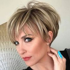 Chic & Flattering Short Hairstyles For Thin Hair