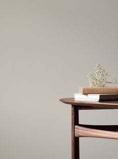 St. Leo Original Pigments - sustainable paint - natural paint colours - paint trends 2021 - beige walls - beige interior inspiration Nordic Living, Scandinavian Living, Muted Colors, Paint Colours, Nordic Interior, Slow Living, Trends, Interior Inspiration, Interior Decorating