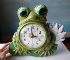 Vintage Frog Wall Clock.  Retro Plastic Awesomeness