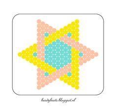 Beady Beads - Star 5d. Perler / Hama / Fusion / Melty / Pyssla Beads. Free Pattern Card! Visit my blog for more free patterns. Card Patterns, Beading Patterns, Hama Beads, Easy Perler Bead Patterns, Pearl Beads Pattern, Pixel Art Templates, Flower Pot Design, Peler Beads, Fusion Beads