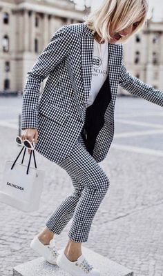 Gingham Trend For This Spring - Work Outfits Women Fashion Mode, Work Fashion, Fashion Clothes, Ad Fashion, Fashion Outfits, Fashion 2020, City Fashion, Fashion Tips, Womens Fashion