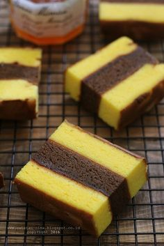 Desserts Cake Mix Baking Ideas For 2019 Indonesian Desserts, Asian Desserts, Indonesian Food, Baking Recipes, Snack Recipes, Dessert Recipes, Lapis Surabaya, Bolu Cake, Swiss Roll Cakes
