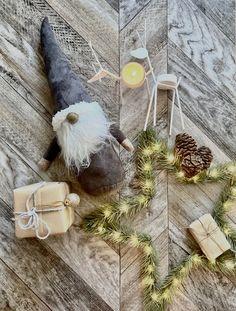 Blanc scandinave nordique Santa avec sac suspendu décoration de Noël
