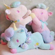 Unicorn Plushies!  OHMYGAWD!!! It's so cute and fluffy!!! Imgonnadie!!! =♡.♡=