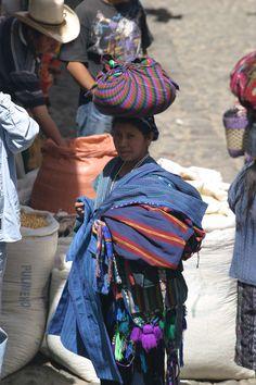 guatemala/chichi_balanced_lady
