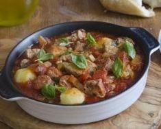 Sauté de porc au chorizo et aux olives : http://www.cuisineaz.com/recettes/saute-de-porc-au-chorizo-et-aux-olives-49338.aspx