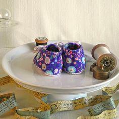 zauberhafte babyschühchen voller anmut.  entzückend im design und absolut hochwertig in verarbeitung & material.  hergestellt in liebevoller handarbeit bei ritter himmelblau.